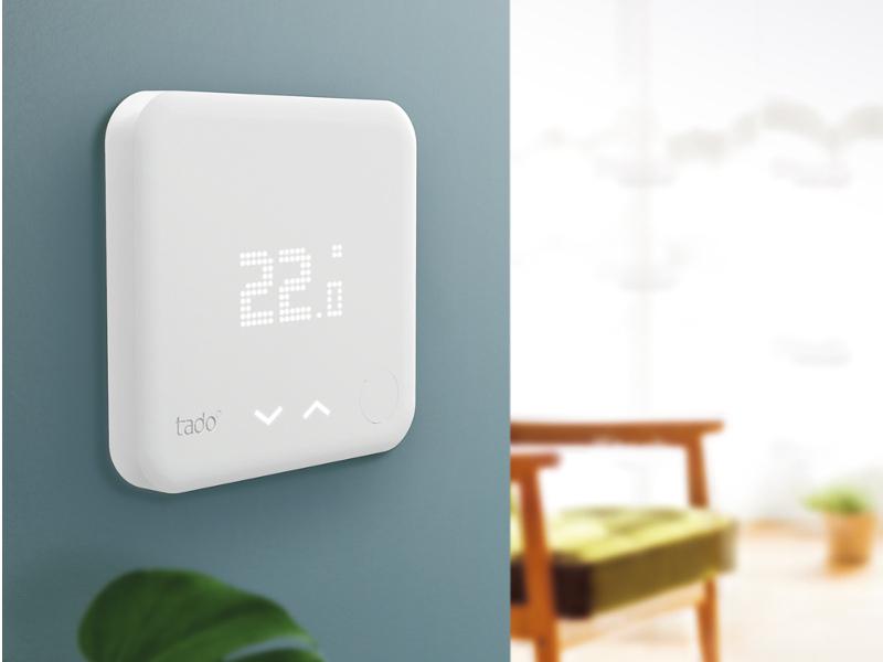 Das smarte Thermostat von tado° an Wand.