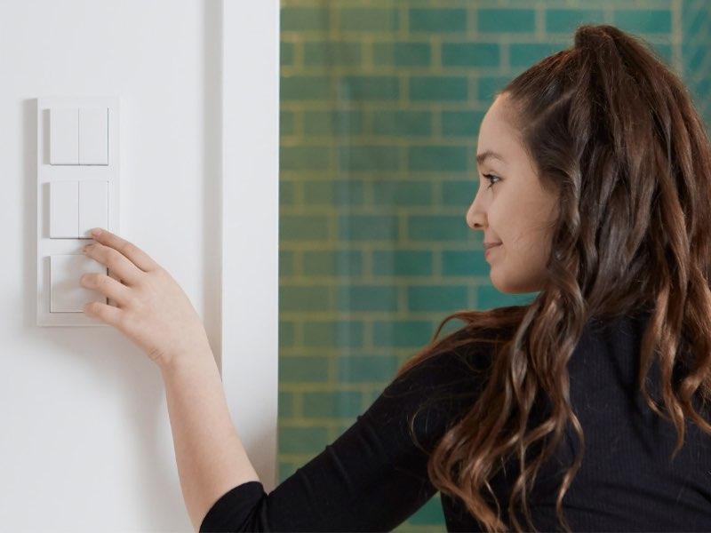 Senic Friend of Hue Smart Switch - Smarter Lichtschalter für HomeKit in 3er-Rahmen