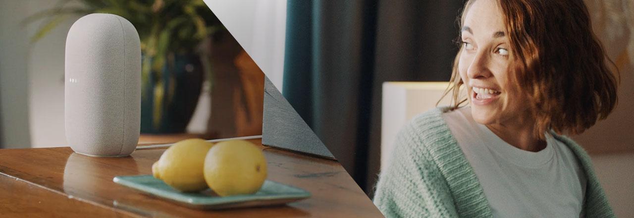 Google Nest Audio und glückliche Frau